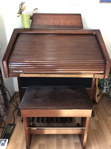 Lowrey Organ ***MINT CONDITION*** REDUCED!!!