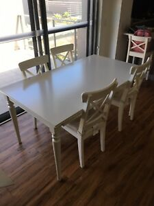 Dining table (extends out to 6 seater) and 4 chairs.
