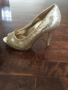 Pair of heels for sale - size 6