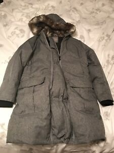 Thyme maternity parka/ size large/down filled