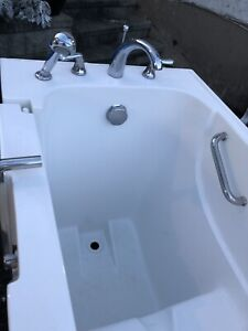 Walk in tub for Seniors excellent condition