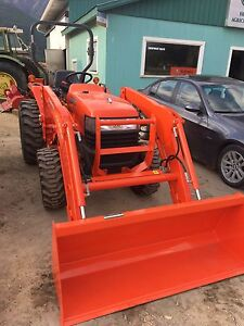 2008 kubota L3400 tractor with brand new loader