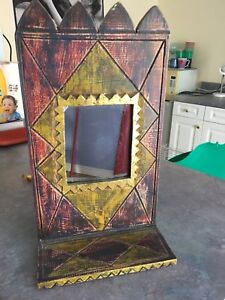 Decorative mirror stand thing