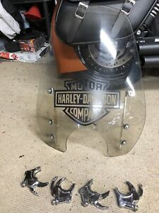 Harley Dyna quick release windshield