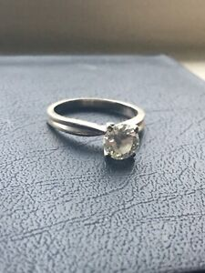 1.0 Ct round cut diamond solitaire engagement ring