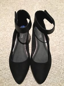 Brand new Kenneth Cole flats