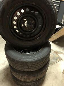 Vente rapide dois partir !!!! pneus 4 saisons P225/60R16