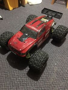 Losi LST XXL-2e roller.