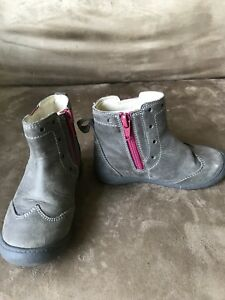 Clark's boots,size 6