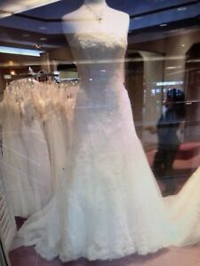 Beautiful wedding gown for rent