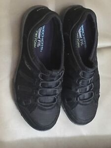 Sketchers woman relaxed fit shoes 6.5