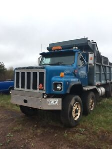 Ih twin steer 19.6 dump legal for Atlantic Canada