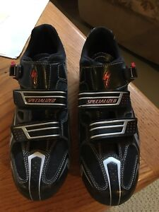 Specialized Carbon road shoes and Look pedals