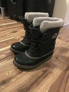 Kids size 3 US Sorel boots