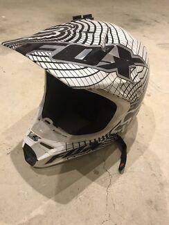 Fox v3 pilot motorbike motocross helmet medium