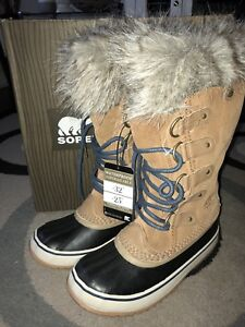 New in box!! Women's SOREL Joan of Arctic Winter Boots