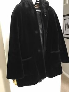 FAUX FUR JACKET-LIKE NEW! SIZE MEDIUM