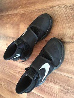 Nike basketball shoes sz 11 US