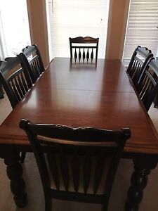 Dining room set & matching hutch