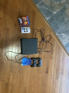 PS4 SLIM - 1TB, 2 CONTROLLERS