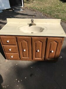 Solid wood vanity / vanite