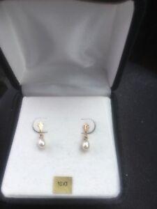 10k Pearl earrings
