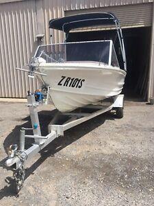 Aluminium quintrex fishing tinny/ boat