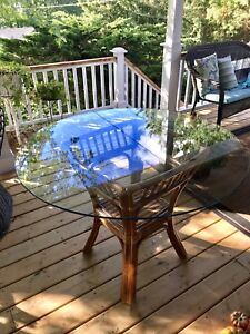 Beautiful glass top rattan table. Minor scratches on the glass.