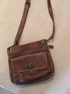 Roots purse (genuine leather)