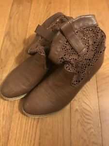 Woman's size 9 boots