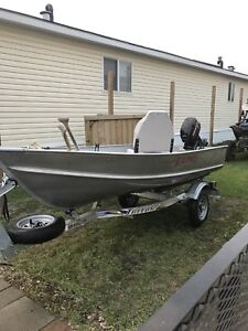 12' Lund aluminum boat package