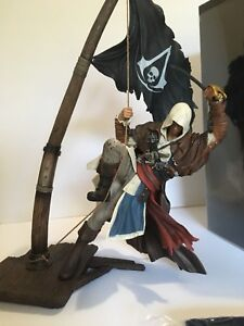 Assassin Creed collector statue