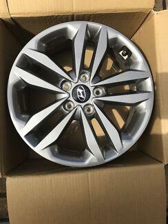 Hyundai SR 2015 Model gun metal grey wheels