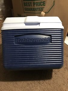 12 can Rubbermaid cooler