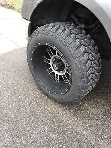 33x12.5R20 Klever M/T tires and 20x12 XD Rims
