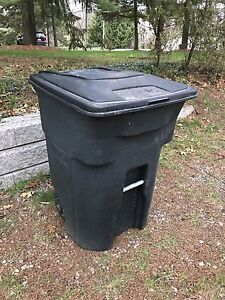 TOTER WHEELED GARBAGE TRASH CAN 96 GALLON 360 LITRES