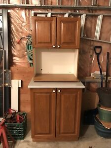 Kitchen base cabinet and microwave upper