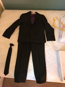 Boys Black suit size 6y