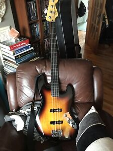 Basse Squier jazz fretless Vintage Modified bass