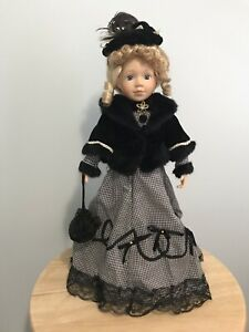 "Antique Porcelain ""London"" Doll / Poupée"