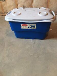 50 quart Rubbermaid Cooler
