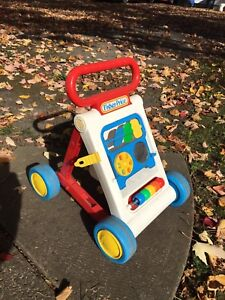 FISHER-PRICE MARCHETTE TROTTEUSE