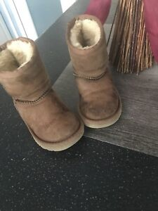 Toddler size 7 uggs