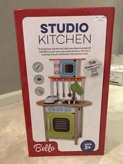 Kid's or toddler's kitchen