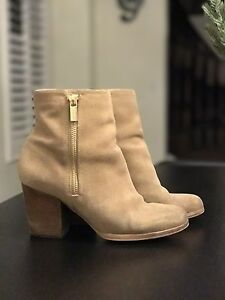 Buy or Sell Women's Shoes in Toronto (GTA) | Clothing