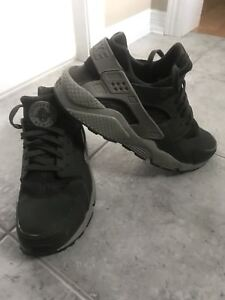 Nike Air Huarache Size 12 - Collingwood