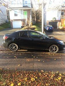 REDUCED- 2012 Mazda 3 GS 2L Skyactive, 6-speed Fully Loaded