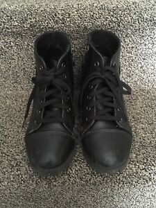 Size 6 pair of black leather boots