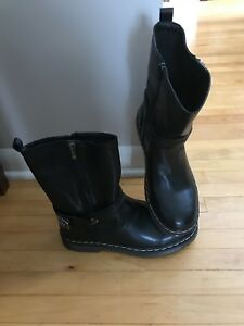 Brand New Modern Rush Woman's leather boots size 9!