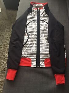 REDUCED, OBO : Lululemon Track Attack Jacket Sz. 8